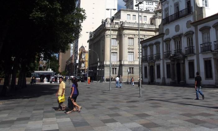 O casal de turistas alemães Fred Niefind e Sybille Jurth foi atacado após ele reagir a um assalto no Centro do Rio Foto: Gabriel de Paiva / Agência O Globo