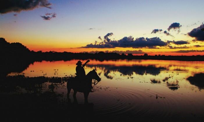 Cavalgada pelas paisagens do Pantanal no entardecer Foto: Divulgação