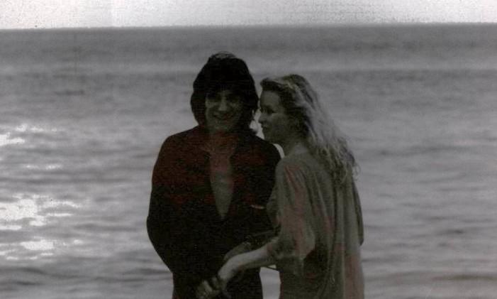 Ronnie e sua esposa, Jo, na Praia do Pepino Foto: Arquivo