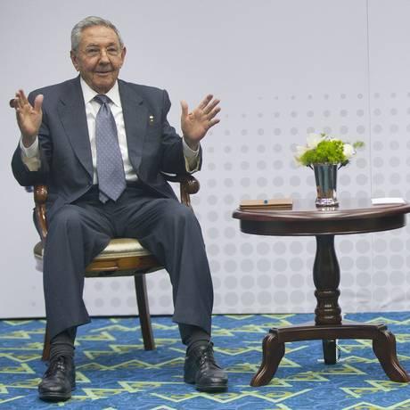 Raúl Castro e Barack Obama se reuniram durante a Cúpula das Américas no Panamá em 2015 Foto: Pablo Martinez Monsivais / AP