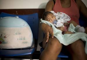 Rafael, de 3 meses, nasceu com microcefalia decorrente do vírus da Zika na cidade de Campina Grande, na Paraíba Foto: Márcia Foletto / Agência O Globo 12/02/2016