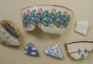 Louças de cerâmica estão entre os principais itens encontrados no sítio arqueológico Foto: Fotos de Alexandre Vieira / prefeitura de Niterói