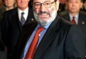 O escritor italiano Umberto Eco, que morreu nesta sexta-feira, em foto de 2000 Foto: DESMOND BOYLAN / REUTERS