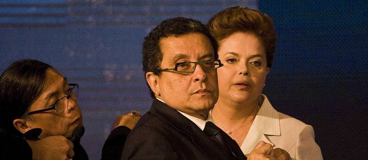 João Santana e Dilma, durante o intervalo do primeiro debate na campanha presidencial de 2010 Foto: Marlene Bergamo/Folhapress/10-10-2010