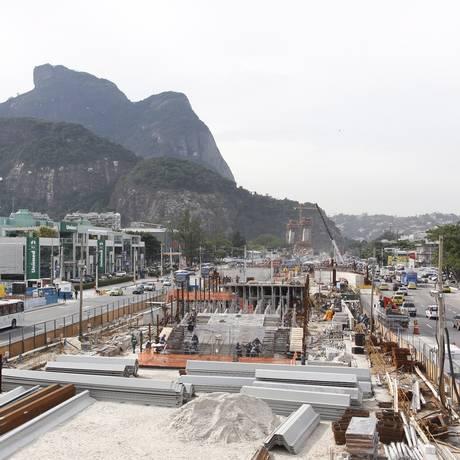 Canteiro de obras da Linha 4 do metrô, na Barra Foto: Pedro Teixeira / Agência O Globo