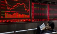 Painel eletrônico mostra o desempenho do mercado asiático Foto: Ng Han Guan / AP
