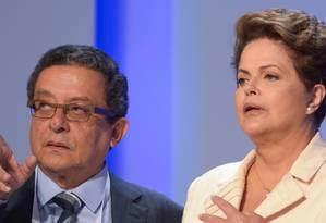 Pais - 02/10/2014. O marqueteiro João Santana e a presidenta e candidata Dilma Roussef (PT) antes do debate da TV Globo no Projac, em Jacarepaguá. - Crédito:Erbs Jr./FRAME/AE Foto: Erbs Jr / ESTADÃO CONTEÚDO