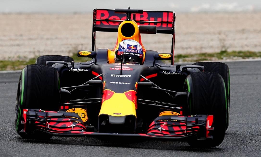 A nova RBR foi para a pista catalã com o australiano Daniel Ricciardo JOSE JORDAN / AFP