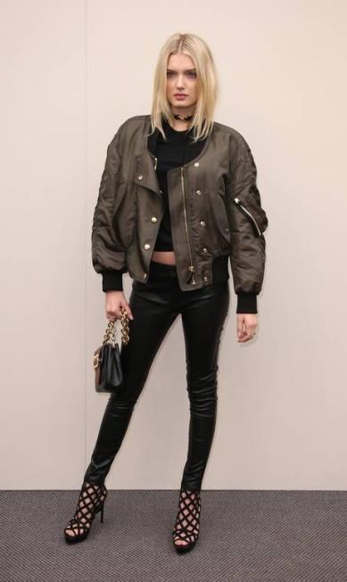 A supermodelo modelo britânica Lily Donaldson surgiu com jaqueta volumosa, calça justinha e um top que revelava sua barriga Joel Ryan / Joel Ryan/Invision/AP