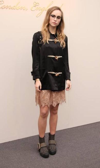 Uma das modelos favoritas da Burberry, Suki Waterhouse foi uma das sensações da fila A do show da grife, na semana de moda de Londres Joel Ryan / Joel Ryan/Invision/AP