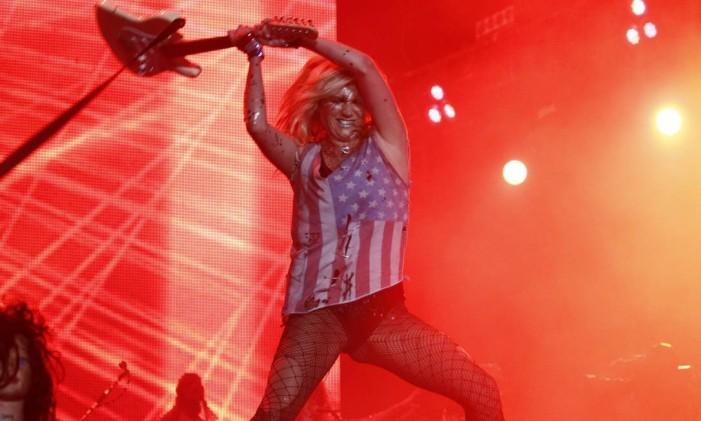 A cantora Kesha no palco Mundo do Rock in Rio Foto: Leonardo Aversa / Agência O Globo
