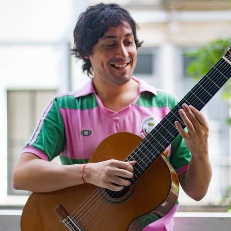 Ar retrô. O sambista Julião Pinheiro lança hoje seu disco em Botafogo Foto: Gabi Lopes / Divulgação