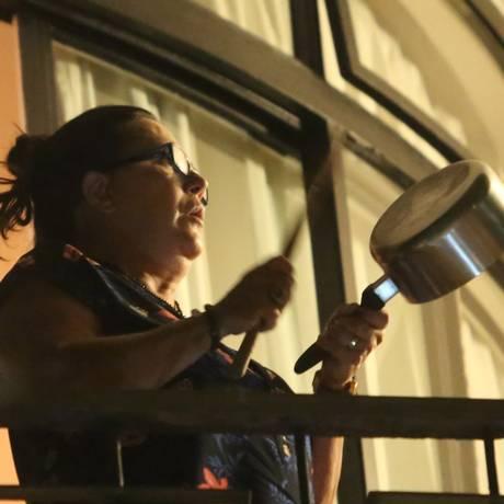 Moradora de Higienópolis, em São Paulo, protesta contra o governo Dilma Foto: Marcos Alves/ Agência O Globo
