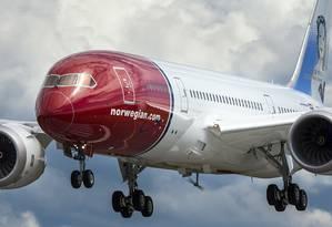 Boeing 787 Dreamliner da Norwegian Air Shuttle, que planeja expandir seus serviços low-cost a voos de longa distância entre os Estados Unidos e países da Europa Foto: NORWEGIAN AIR / NYT