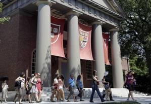 Universidade Harvard tem sido alvo de protestos que questionam símbolos do passado Foto: AP