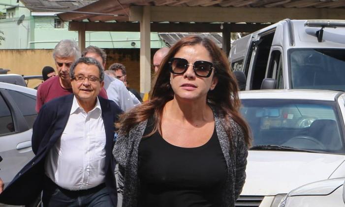 Mônica Moura e João Santana são levados pela PF ao IML de Curitiba Foto: Geraldo Bubniak/22-2-2016