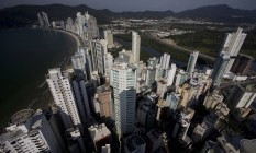 Vista aérea dos arranha-céus da cidade de Balneario Camboriu, em Santa Catarina Foto: Márcia Foletto / Agência O Globo