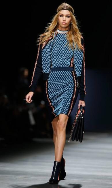 Stella Maxwell para a Versace Luca Bruno / AP