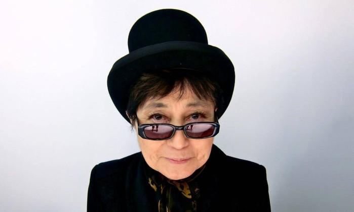 """Yoko Ono é internada com """"forte-gripe"""" em New York"""