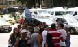 Funcionário da CET-Rio orientava passageiros durante a manhã no Largo do Machado