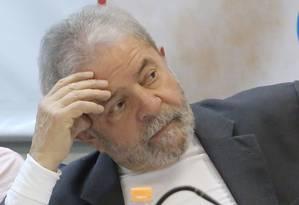 Ex-presidente Lula participa de ato a favor da democracia contra o golpe na sede do sindicato dos engenheiros em São Paulo - 07/12/2015. Foto: Marcos Alves / Agência O Globo