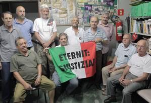 Grupo de ex-funcionário da Eternit expostos ao amianto em Osasco Foto: Eliária Andrade / Agência O Globo