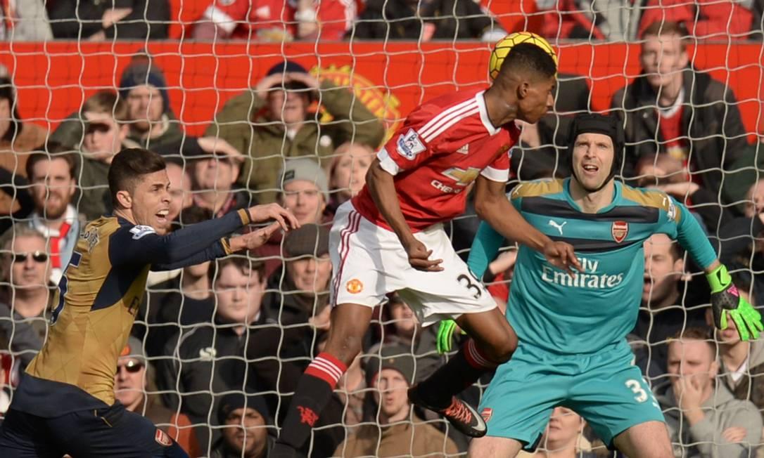 De cabeça, Rashford fez o segundo gol do Manchester United OLI SCARFF / AFP
