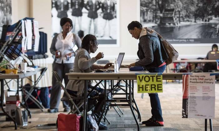 Americanos votam em primárias da Carolina do Sul Foto: Sean Rayford / AFP