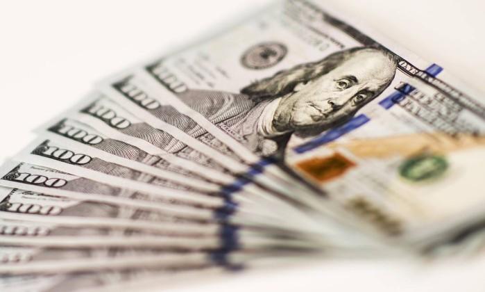 Dólar cai a R$ 3,65 e Bolsa salta 5% com ação contra Lula