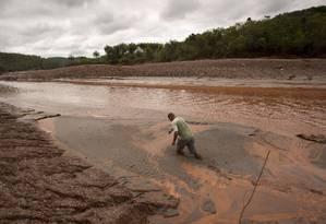 Rompimento de barragem causou o maior desastre ambiental da história do país Foto: Márcia Foletto / Agência O Globo