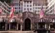 """O Beverly Wilshire, hotel da rede Four Seasons onde foram gravadas cenas com Julia Roberts e Richard Gere do filme """"Uma linda mulher"""" em Los Angeles"""