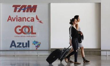 Mudanças à vista. Anac colocará em consulta pública uma série de medidas para reduzir custos relacionados a bagagens e obrigatoriedade de assistência a passageiros Foto: Michel Filho / Agência O Globo