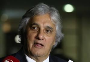 O senador Delcídio Amaral (PT-MS) durante entrevista coletiva Foto: Ailton de Freitas / Agência O Globo