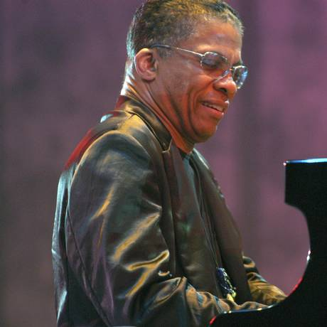 O pianista americano Herbie Hancock é uma das grandes atrações do braziljazzfest Foto: Divulgação