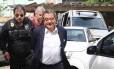 João Santana na chegada a Curitiba: marqueteiro teve prisão preventiva decretada