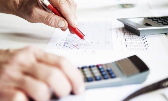 'Cada centavo deve ser especificado, já que arredondar os dados, para mais ou para menos, pode gerar divergências' Foto: Terceiro / Agência O Globo