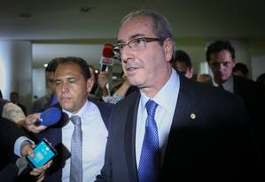 O deputado Eduardo Cunha deixa a Câmara dos Deputados no dia em que o Supremo Tribunal federal (STF), o considerou réu na Operação Lava Jato por unanimidade Foto: ANDRE COELHO / Agência O Globo