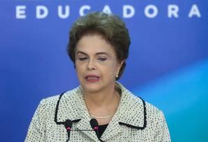 A Presidente Dilma Rousseff faz declaração à imprensa no Palácio do Planalto Foto: ANDRE COELHO / Agência O Globo