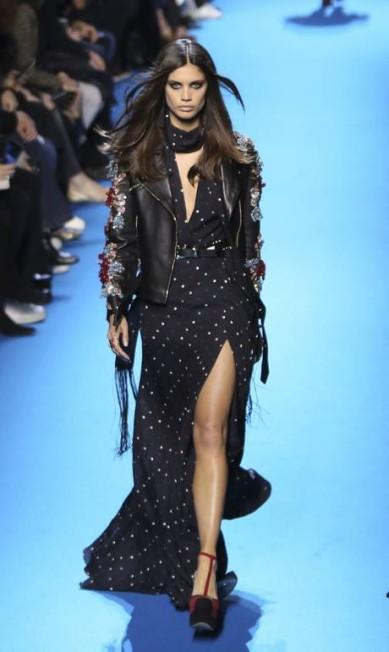 A angel portuguesa da Victoria's Secret, Sara Sampaio, para Elie Saab Vianney le Caer / AP
