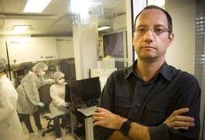 Stevens Rehen: Faperj aprovou, no ano passado, projetos de seu laboratório que somam R$ 1 milhão, mas a quantia não foi depositada Foto: Agência O Globo / Mônica Imbuzeiro