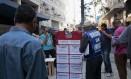 Desempregados verificam ofertas de emprego no centro de São Paulo Foto: Patricia Monteiro / Bloomberg