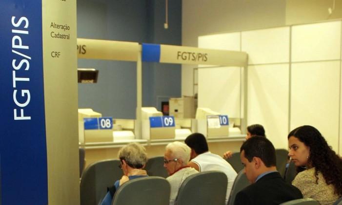 Atendimento na Caixa ao FGTS Foto: Lucíola Villela /
