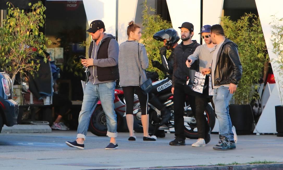 DiCaprio deixa o restaurante sem chamar a atenção AKM-GSI