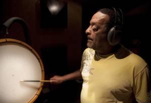O percussionista Naná Vasconcelos Foto: Emiliano Dantas / Agência O Globo