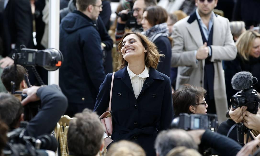 A modelo francesaa Inès de la Fressange sorri para os fotógrafos PATRICK KOVARIK / AFP