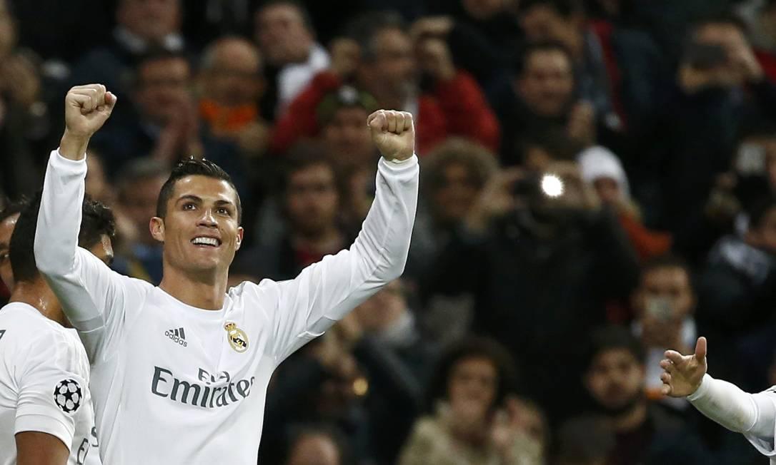 Cristiano Ronaldo comemora o primeiro gol do Real Madrid sobre o Roma JUAN MEDINA / REUTERS