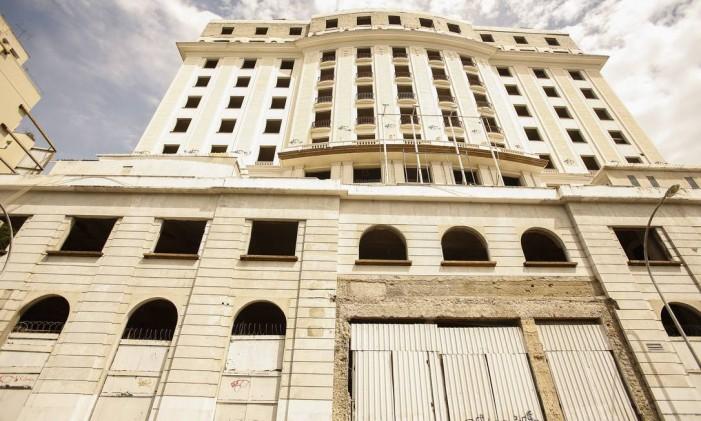 Hotel Glória: obras paralizadas há seis anos deixam a fachada história do edifício com aspecto de abandono Foto: Guilherme Leporace / Guilherme Leporace
