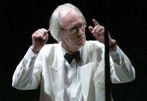 Sir George Martin conduz a Hollywood Bowl Orchestra em 2015 Foto: FRED PROUSER / REUTERS