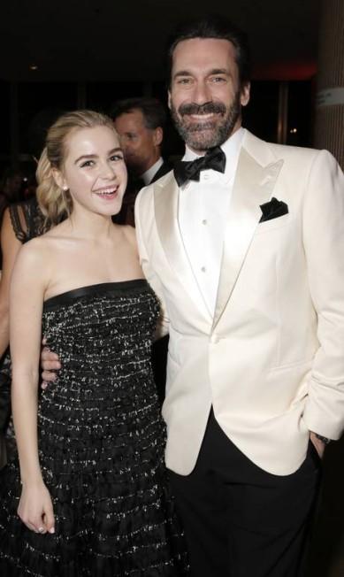 Com a jovem atriz Kiernan Shipka, que interpretou sua filha na ficção Todd Williamson / Invision for AMC