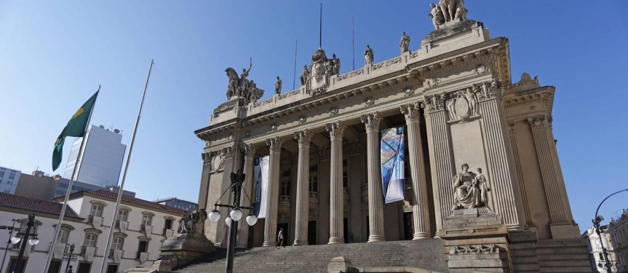 A fachada da Assembleia Legislativa do Rio Foto: Márcio Alves / Agência O Globo